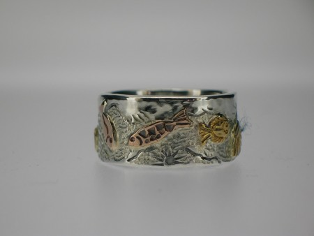 Fish pattern ring