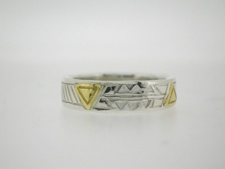 Triangle pattern ring