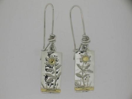 Long drop flower pattern earrings